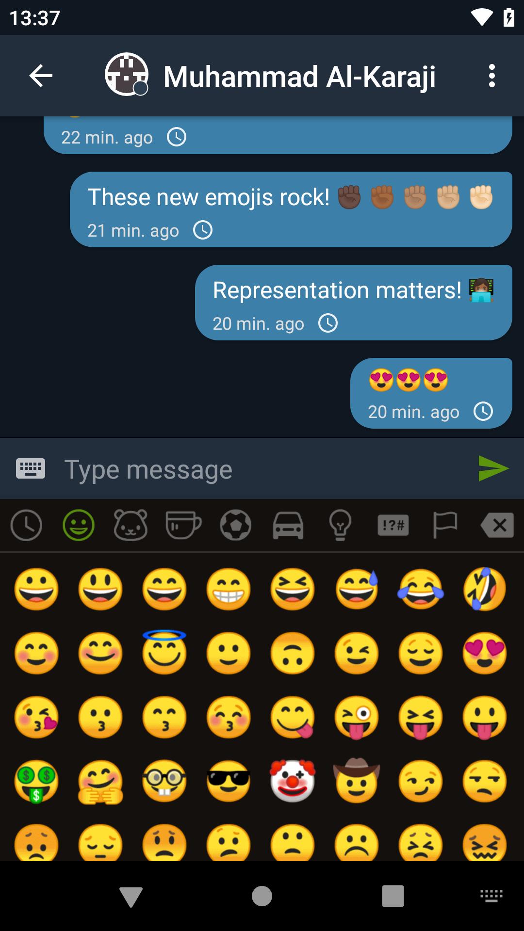 img/screenshots/11_emoji_dark.png